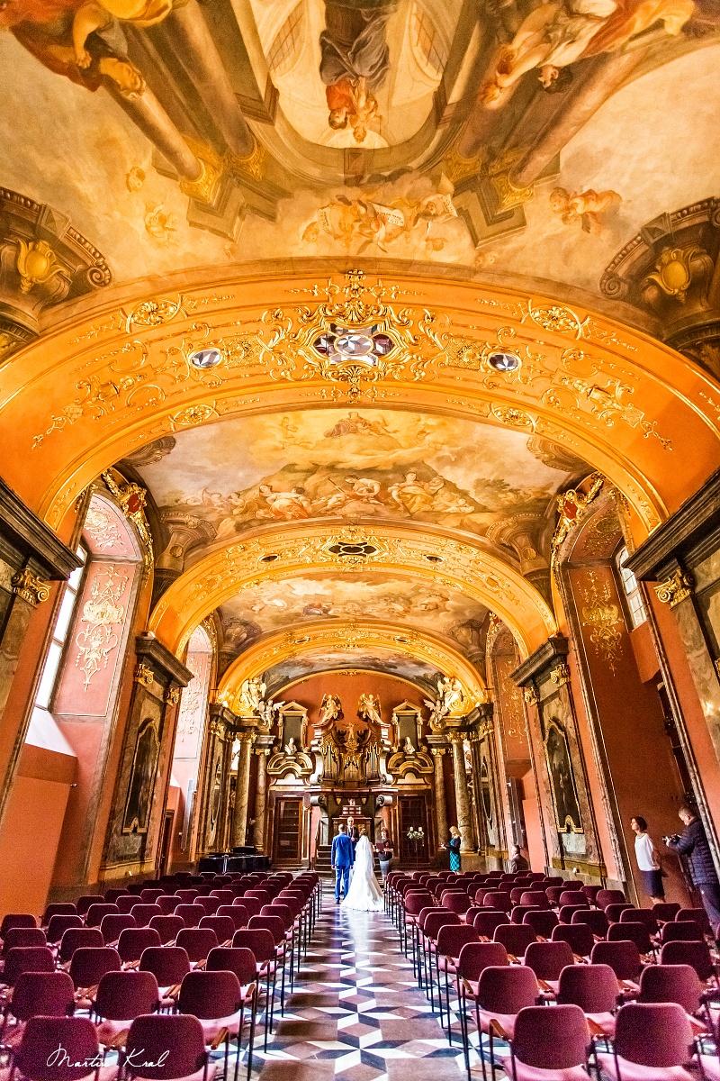 Svatební fotograf v Praze - Klementinum Praha