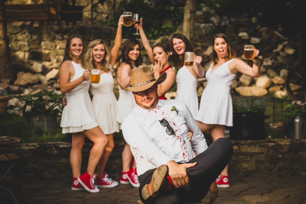 Svatební Fotograf v Praze | Svatba v restauraci Černý kohout